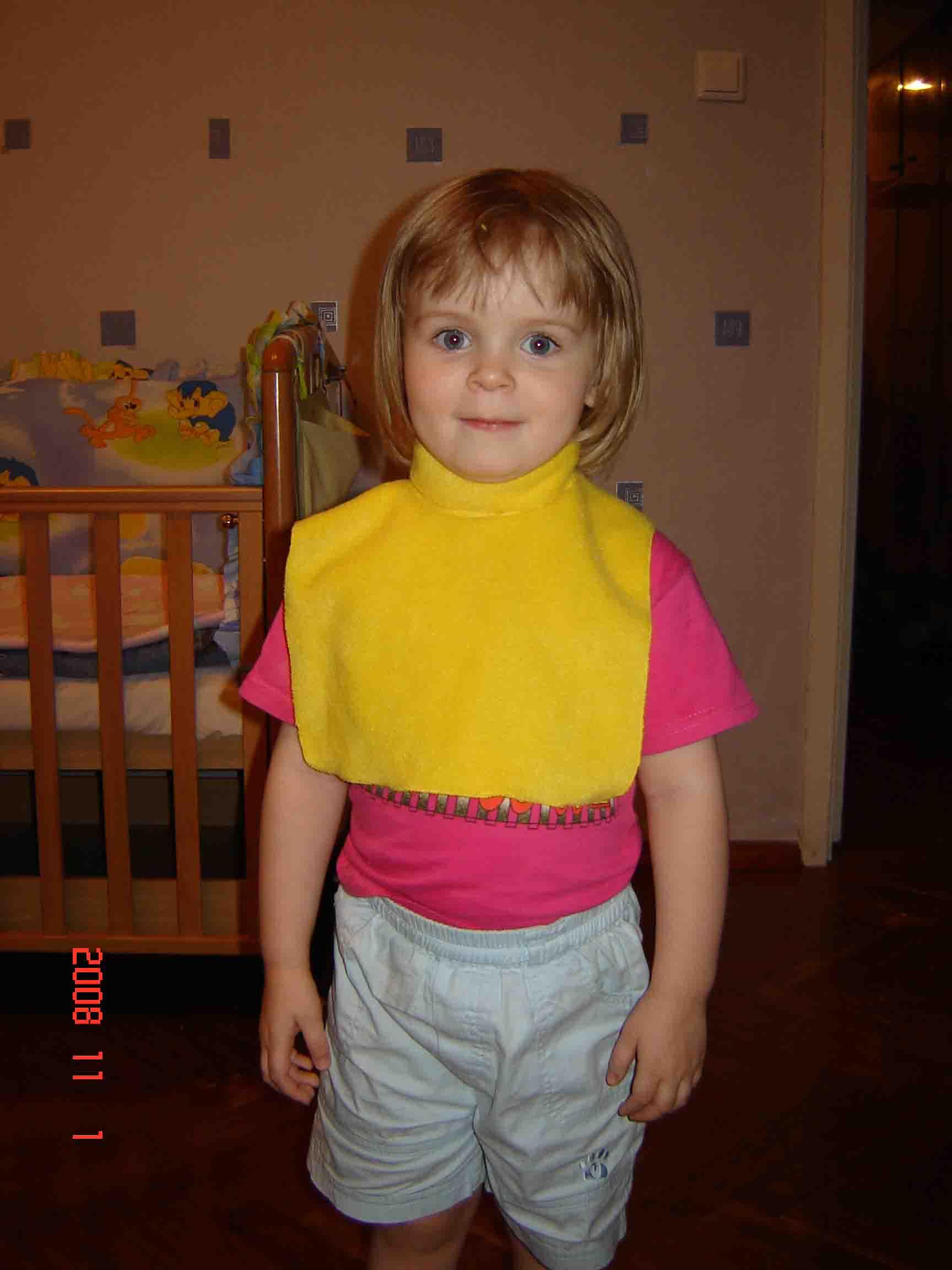 Вот сшила дочке на грядущую зиму шапку и шарф манишку.